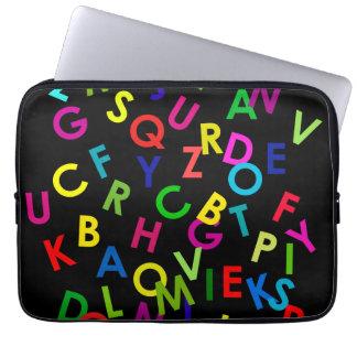 Capa De Notebook letras coloridas do alfabeto sobre o preto