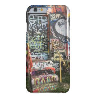 Capa de telefone desarrumado da porta dos grafites