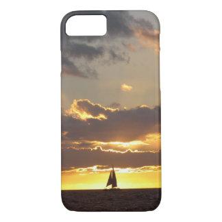 Capa iPhone 8/7 Barco de vela no por do sol