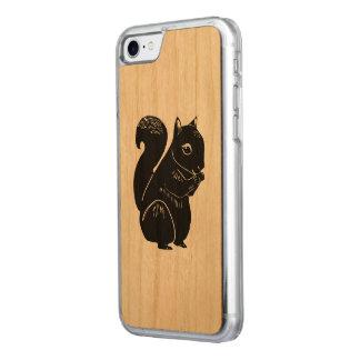 Capa iPhone 8/ 7 Carved O esquilo preto cinzelou a caixa da madeira do