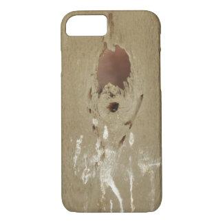 Capa iPhone 8/7 Furo engraçado do tombadilho do pássaro na madeira