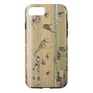 Capa iPhone 8/7 Os Wildebeests, as zebras e os girafas recolhem em