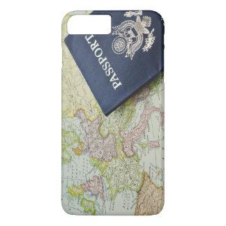 Capa iPhone 8 Plus/7 Plus Fim-acima do passaporte que encontra-se no mapa