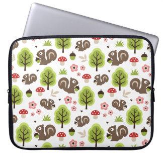 Capa Para Computador Esquilo no teste padrão da floresta do carvalho