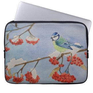 Capa Para Computador Pássaro azul em um ramo de árvore de Rowan