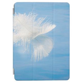Capa Para iPad Air A pena branca reflete na água | Seabeck, WA