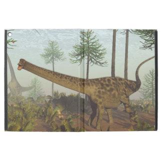 """Capa Para iPad Pro 12.9"""" Dinossauros do Diplodocus entre as árvores da"""