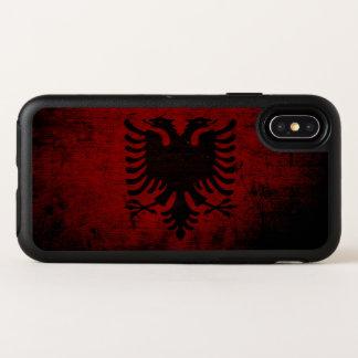 Capa Para iPhone X OtterBox Symmetry Bandeira preta de Albânia do Grunge