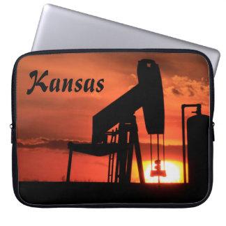 Capa Para Notebook A bolsa de laptop da bomba   de poço de petróleo