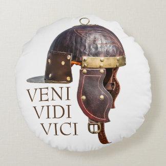 Capacete militar romano antigo - Veni, Vidi, Vici Almofada Redonda