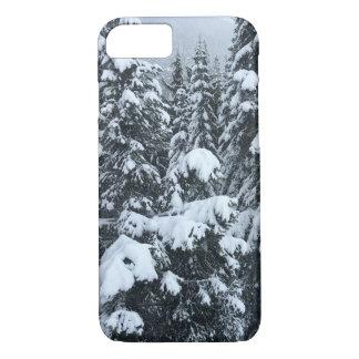 capas de iphone neve-cobertas das árvores
