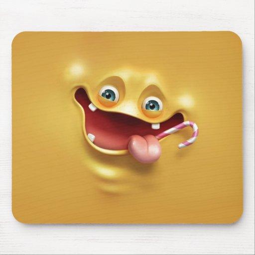 Cara amarela engraçada mouse pad