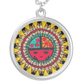 Cara da pena do nativo americano colar banhado a prata