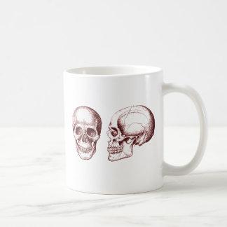 Cara lateral dos crânios humanos vermelhos caneca de café
