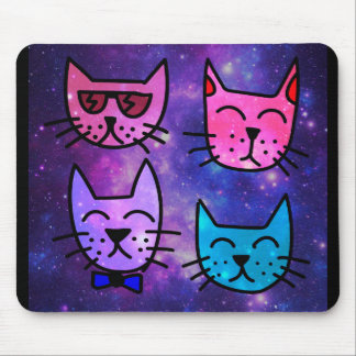 Caras legal do gato em um fundo do espaço mousepad
