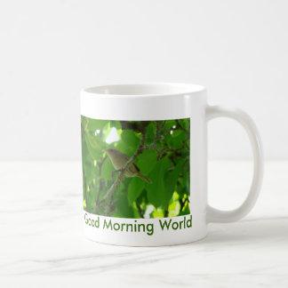 Carriça na árvore, mundo do bom dia caneca de café