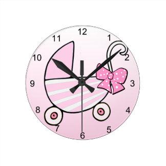 Carrinho de bebê cor-de-rosa do bebé relógios de pendurar