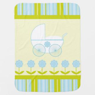 Carrinho de criança azul e verde cobertores para bebe