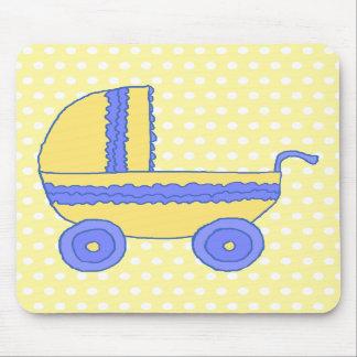 Carrinho de criança de bebê amarelo e azul mouse pad