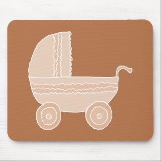 Carrinho de criança de bebê bege antiquado em Brow Mousepad