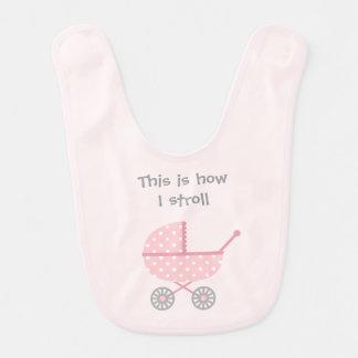Carrinho de criança de bebê engraçado para a babador
