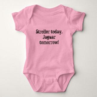 Carrinho de criança hoje, Jaguar amanhã! Camisetas
