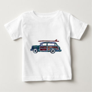 Carro arborizado da carrinha do vintage com tshirt
