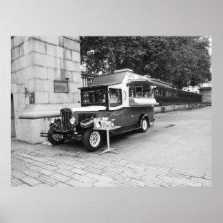 Carro velho Londres do café & do Crepe Poster