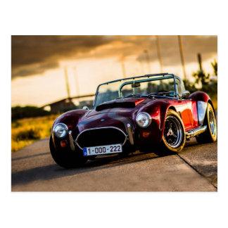Carro vermelho. Carro clássico Cartão Postal