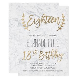 Cartão A tipografia chique do ouro empluma-se aniversário