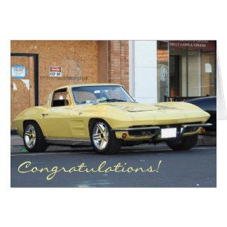 Cartão amarelo clássico de Vette dos parabéns