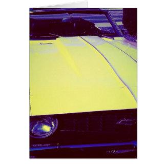 Cartão amarelo maduro de Chevy Camaro