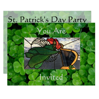 Cartão Anjo irlandês no vitral no trevo