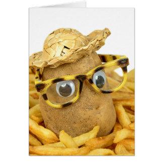 Cartão batata do aniversário nas batatas fritas