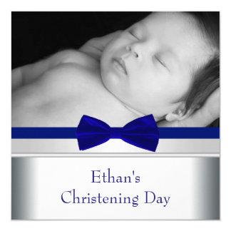 Cartão Batismo da foto do bebé do laço dos azuis marinhos