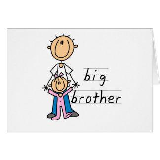 Cartão Big brother com o camiseta e os presentes da irmã