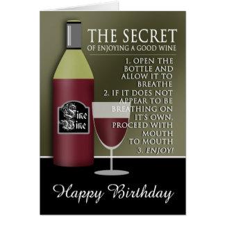 Cartão Bom aniversário engraçado do vinho