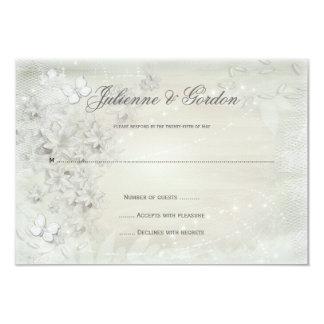 Cartão Branco do vintage no Grunge floral branco RSVP