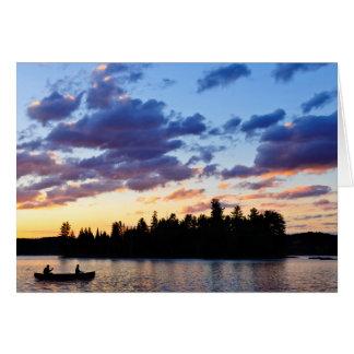 Cartão Canoeing no por do sol