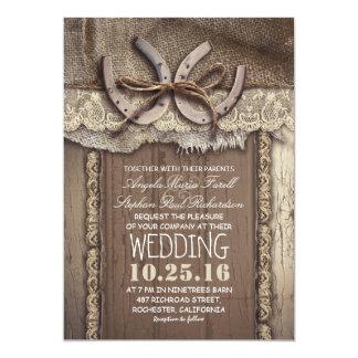 Cartão Casamento rústico do laço das ferraduras e da