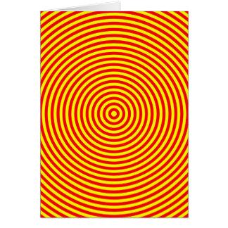 Cartão Círculos concêntricos vermelhos & amarelos