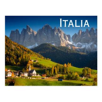 Cartão da vila das dolomites com texto 'Italia Cartão Postal
