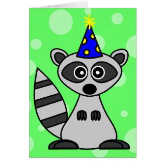 Cartão de aniversário bonito do guaxinim dos