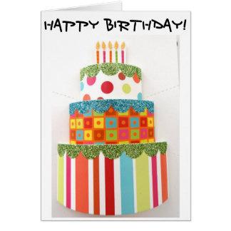 Cartão de aniversário com o bolo de aniversário o