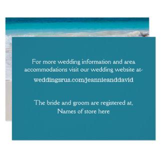 Cartão de informação branco do casamento de praia