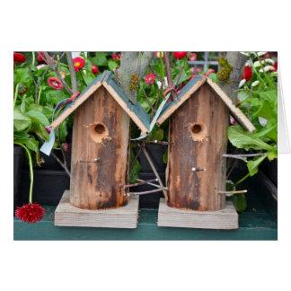 Cartão de madeira dos birdhouses
