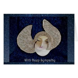 Cartão de simpatia vazio do anjo em céus azuis