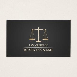 Cartão De Visitas Advogado na obscuridade da escala do ouro da lei -