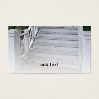 Cartão De Visitas etapas exteriores de madeira largas e corrimão