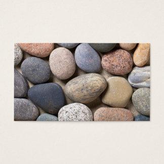 Cartão De Visitas Pedras do seixo na areia para o fundo